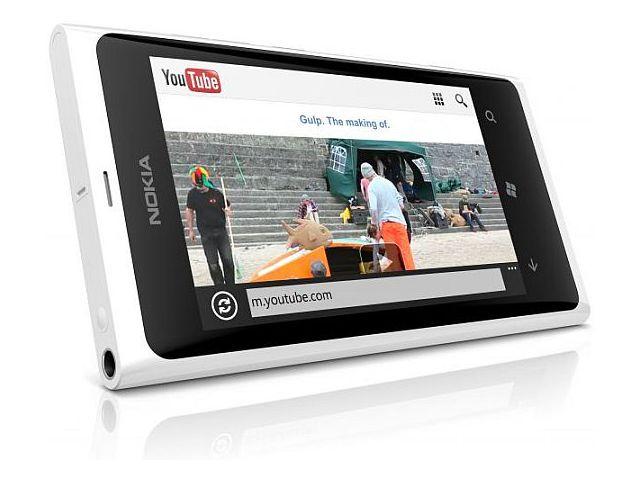 obsah balení Nokia Lumia 800 Gloss White + Prémiová fólie Krusell